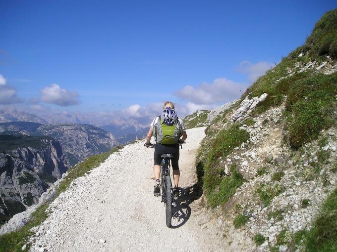 mountain-bike-175215_1280.jpg
